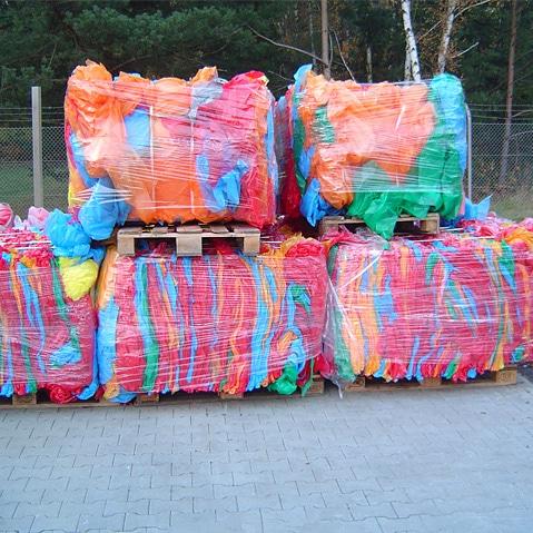 gepresste Rohstoffballen aus Folien