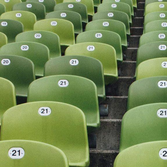 Sitzbänke aus recycelten Kunststoffen