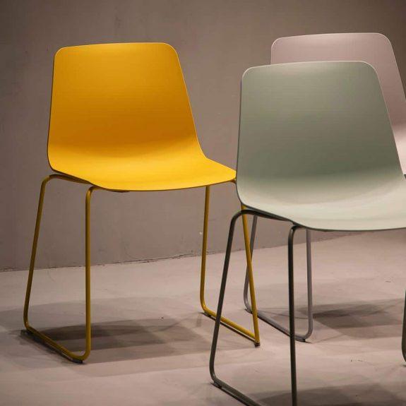 Stühle aus recyceltem Kunststoff