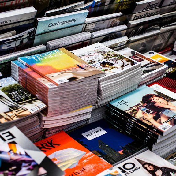 Zeitschriften und Bücher aus recycelten Papier